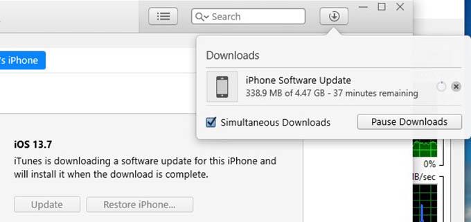 iTunes Mengunduh Pembaruan iOS untuk iPhone
